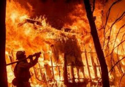 حریق در یک نمایشگاه خودرو در فردیس چهار دستگاه خودرو را سوزاند