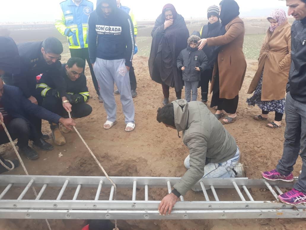 نجات مرد ۴۵ ساله نظرآبادی از داخل چاه
