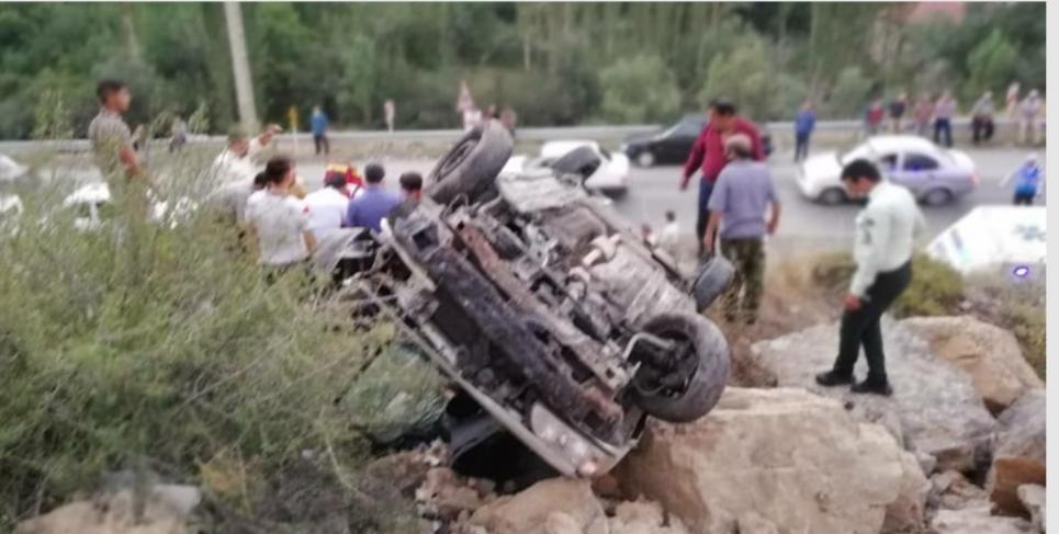 سقوط خودروی پراید به دره ای در محور کرج-کندوان